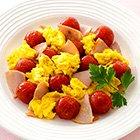 マヨネーズで ミニトマトとハムとフワフワ卵のソテー