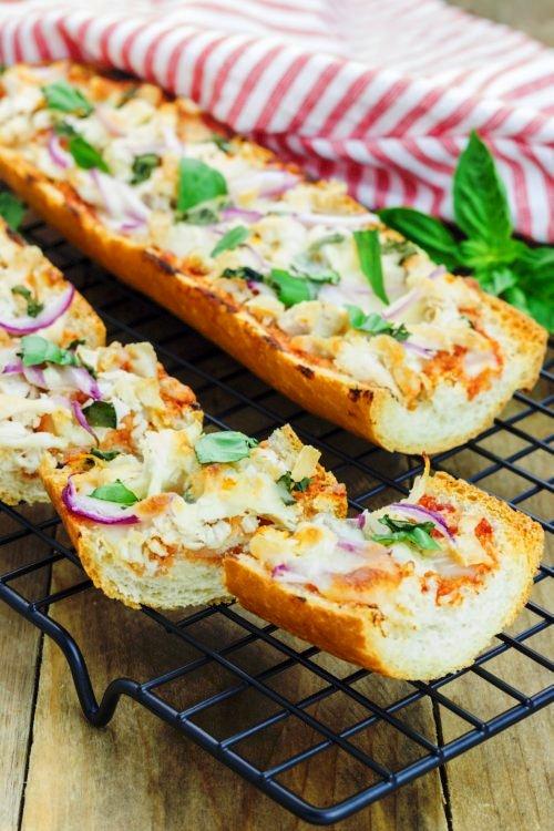 バーベキューチキンのバゲットピザ