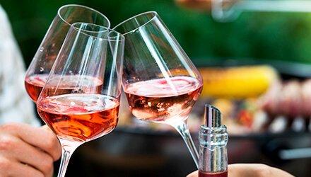 外で飲むワインを選ぶ