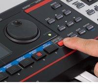 新規音色を1,300種類以上内蔵。ライブ?ステージ即戦力のキーボード