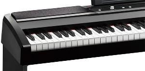 アコースティック・ピアノタッチを忠実に再現したナチュラル・ウェイテッド・ハンマー・アクション(NH)鍵盤を採用。