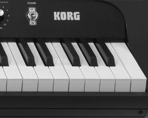 繊細なニュアンスも表現するRH3鍵盤を採用。