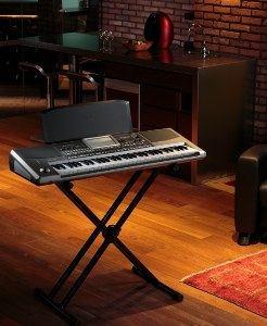 Interactive Music Workstation「iシリーズ」の流れを汲んだ作曲アシスト・キーボード。