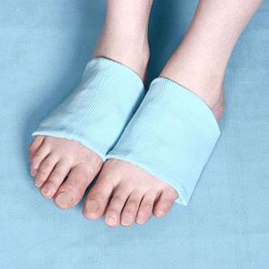 伸縮カバーと柔らかジェルがあなたの足にフィット