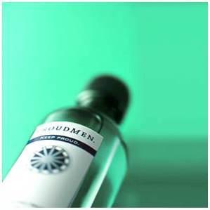 ほのかな香りと清涼感、潤い与える<br>3役の全身化粧水