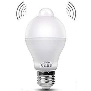 センサー付きled電球 センサーライト led 人感センサー 自動点灯 明暗センサーライト電球色 5W 口金直径26m...