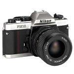 Nikon fm-10SLRカメラwith 35–70mm f / 3.5–4.8ズームレンズ
