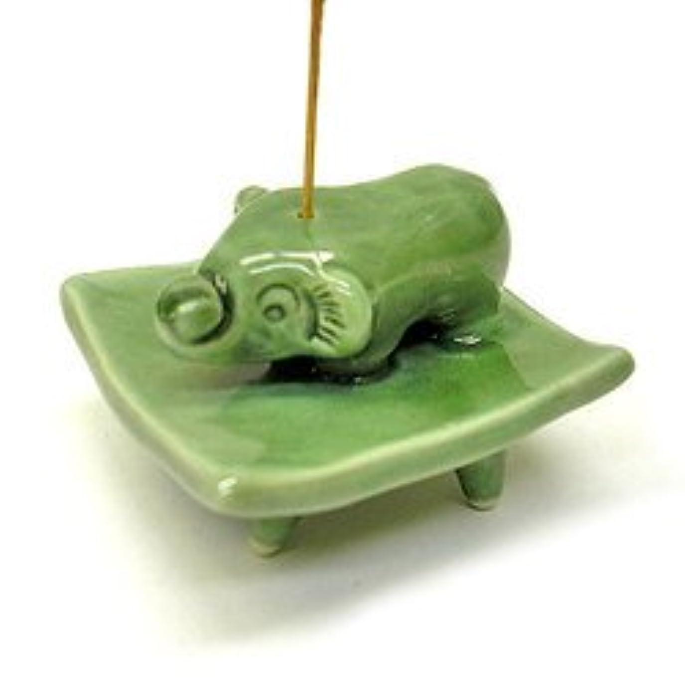 間隔ひばりラベルお皿に乗った象さん お香立て<緑> インセンスホルダー/スティックタイプ用お香立て?お香たて アジアン雑貨