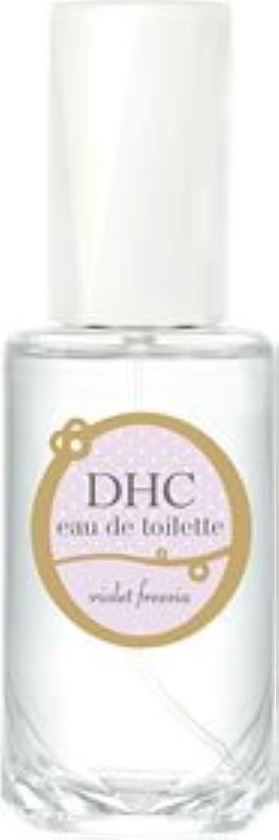 屋内で怒って冷笑するDHCオードトワレ バイオレットフリージア(フローラルフローラルの香り)