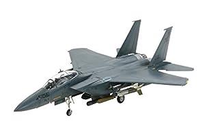 1976年からアメリカ空軍で配備が開始され現在でも第一線で使用されている傑作戦闘機F-15イーグルの戦闘爆撃機型「F-15E ストライクイーグル」が1/72WBシリーズに加わります。対空戦闘能力が極めて高いF-15をベースに、機体設計や構造部材を見直し約11トンもの兵装能力を実現。湾岸戦争やイラク戦争での活躍をはじめ、今後も主力戦闘爆撃機として運用が続けられます。複座型のコクピットや胴体横左右に装備されたコンフォーマルタンクなど特徴の姿を少ないパーツ点数でモデル化。各種兵装類も豊富にセットしまし...