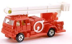トミカ 068 いすゞ スノーケル消防車