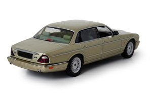 JAGUAR ジャガー・XJ8・GOLD (X300/308)・1/43・モデルカー