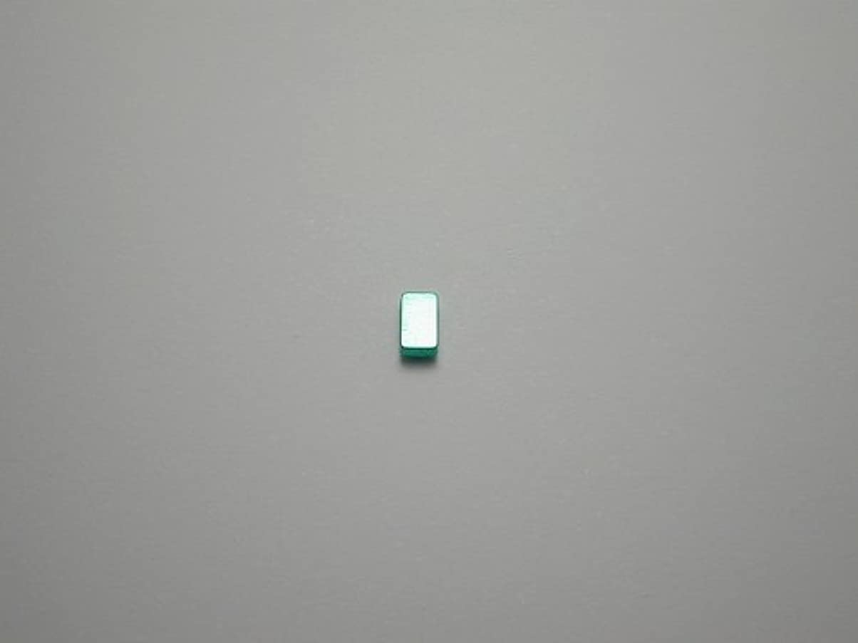 死んでいる悪党バドミントン純チタンピアス 片耳 長方形 グリーン緑 金属アレルギーの方も安心