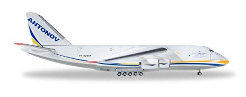 herpa 1/500 AN-124 アントノフエアラインズ UR-82007の詳細を見る