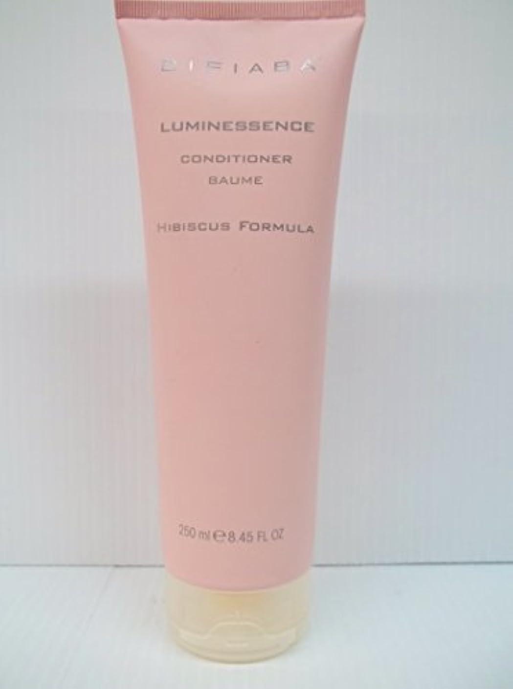 証言するウォーターフロントスパンDifiaba - Luminessenceコンディショナー8.45 oz./250ミリリットル。