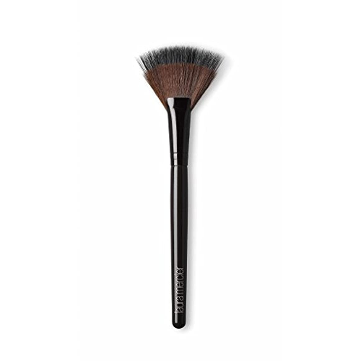 チーフ締める多様体Laura Mercier Fan Powder Brush