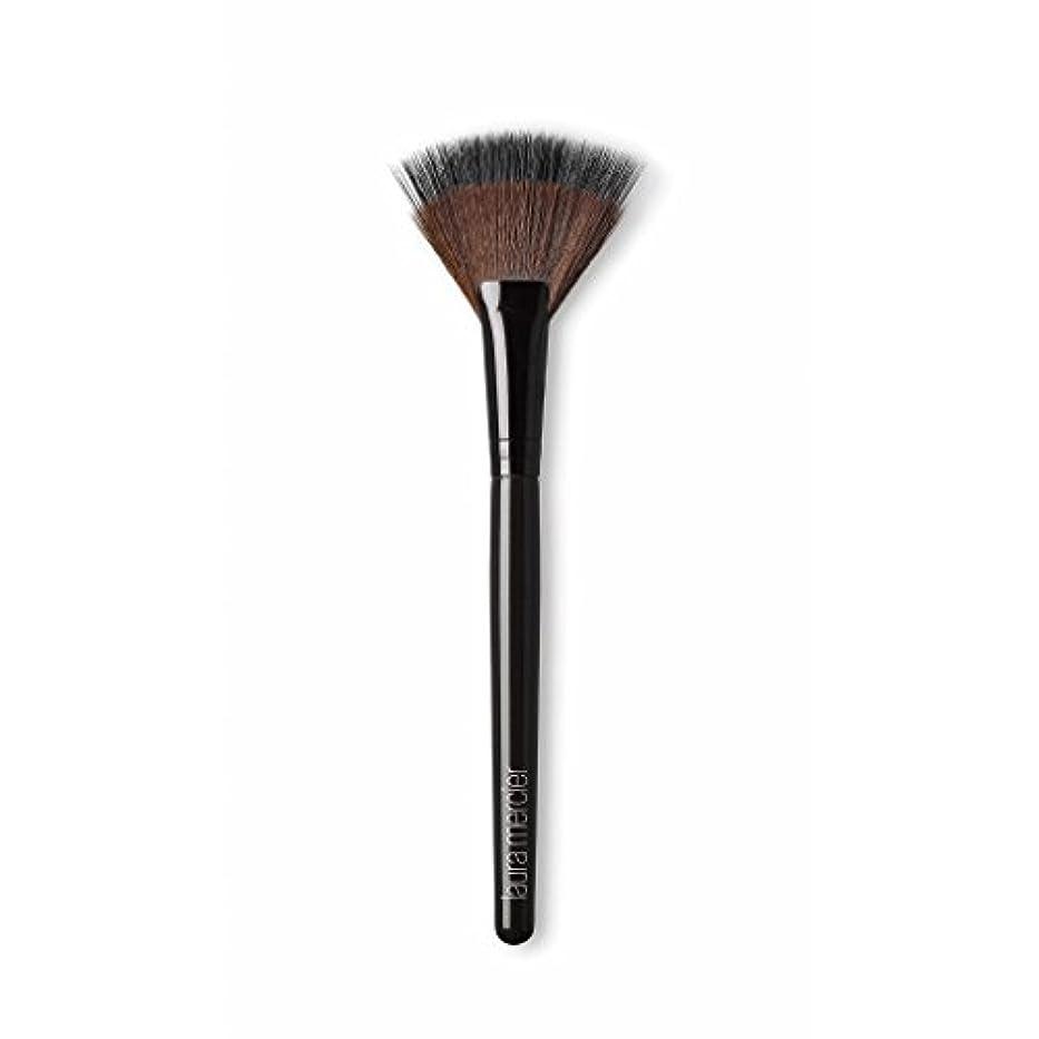 キリマンジャロ私の魅力的Laura Mercier Fan Powder Brush