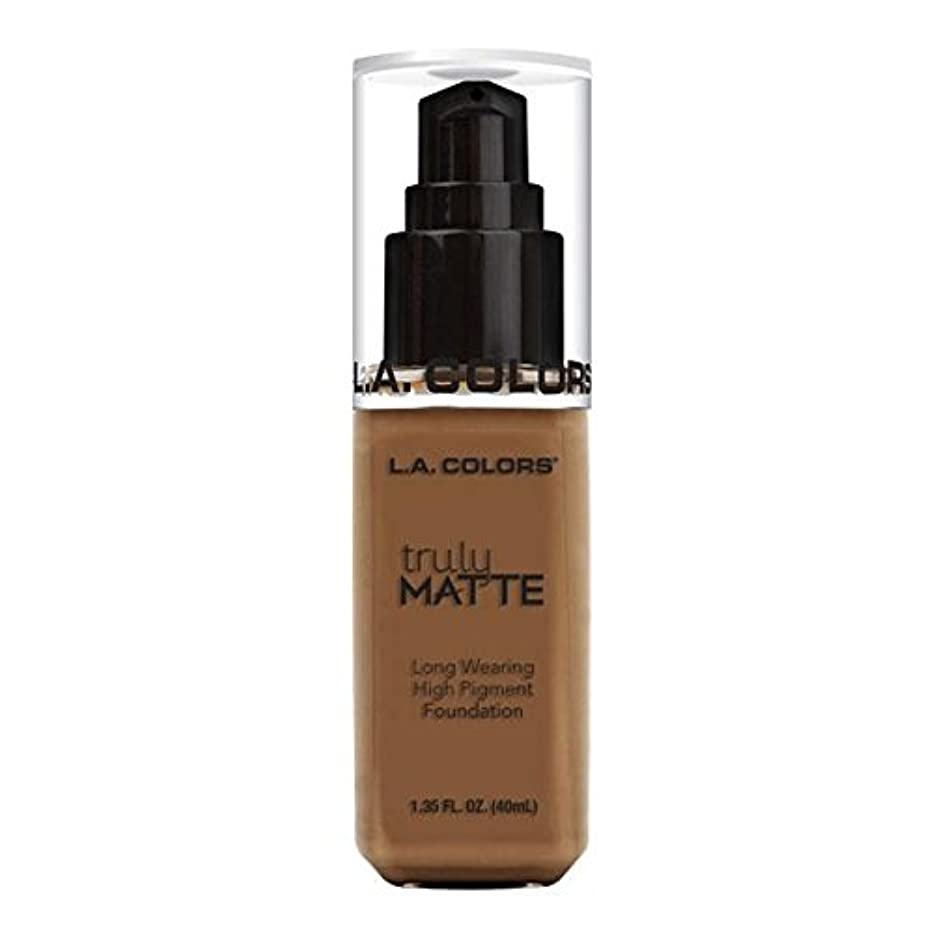 ただ突然小道具(6 Pack) L.A. COLORS Truly Matte Foundation - Cappuccino (並行輸入品)