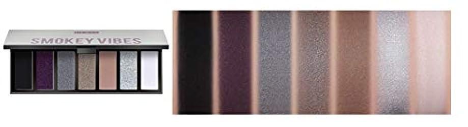 PUPA MAKEUP STORIES COMPACT Eyeshadow Palette 7色のアイシャドウパレット #002 SMOKEY VIBES(並行輸入品)