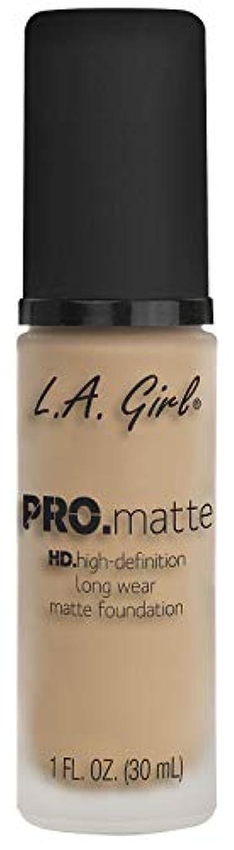 同時有害エミュレートするL.A. GIRL Pro Matte Foundation - Nude (並行輸入品)