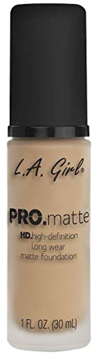 正確に葉っぱ十分にL.A. GIRL Pro Matte Foundation - Nude (並行輸入品)