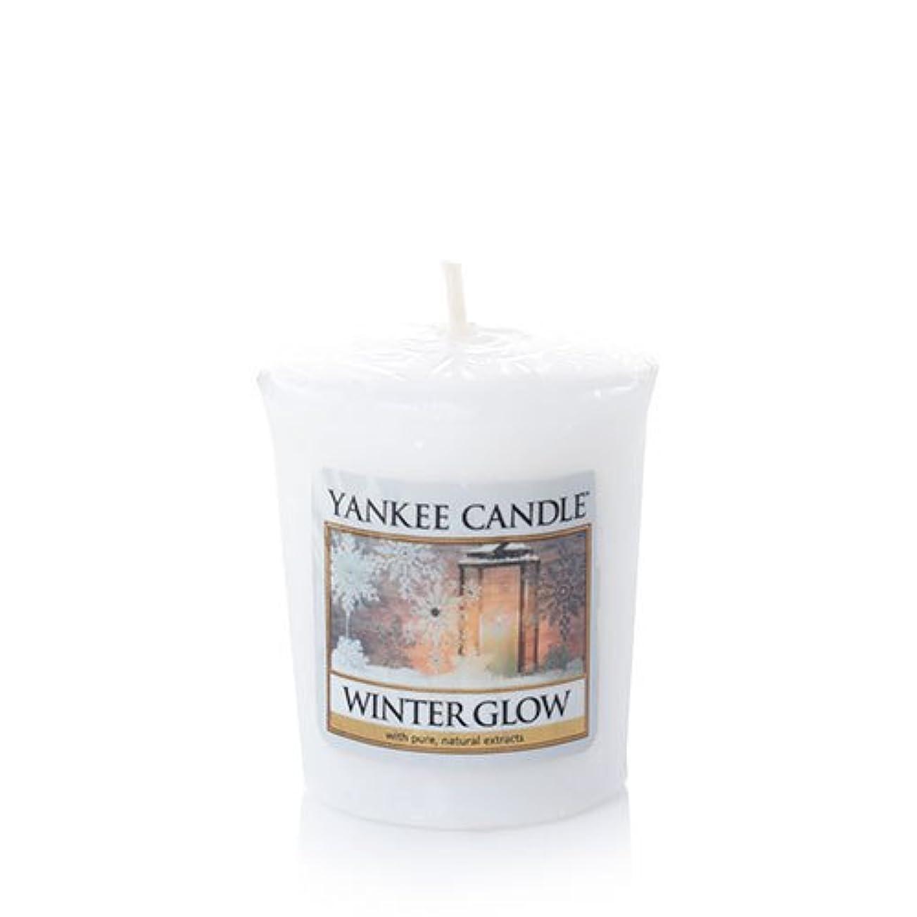 ずらす廃棄する証書Yankee Candle冬グローSamplers Votive Candle、Festive香り