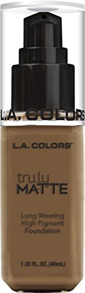 火星従うラテンL.A. COLORS Truly Matte Foundation - Cappuccino (並行輸入品)