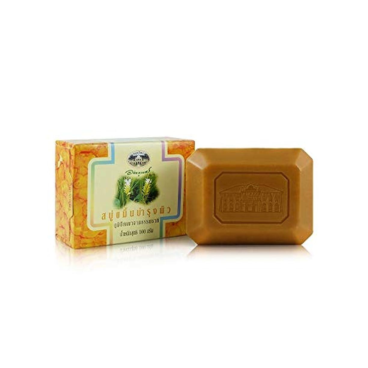 トレーニング慈悲深い固体Abhaibhubejhr Turmeric Herbal Body Cleansing Soap 100g. Abhaibhubejhrターメリックハーブボディクレンジングソープ100グラム。