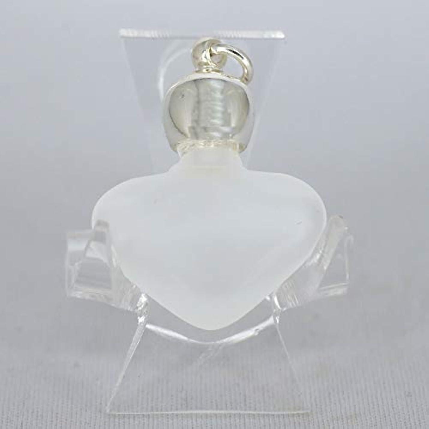 腹痛徒歩でステップミニ香水瓶 アロマペンダントトップ ハートフロスト(すりガラス)0.8ml?シルバー?穴あきキャップ、パッキン付属【アロマオイル?メモリーオイル入れにオススメ】