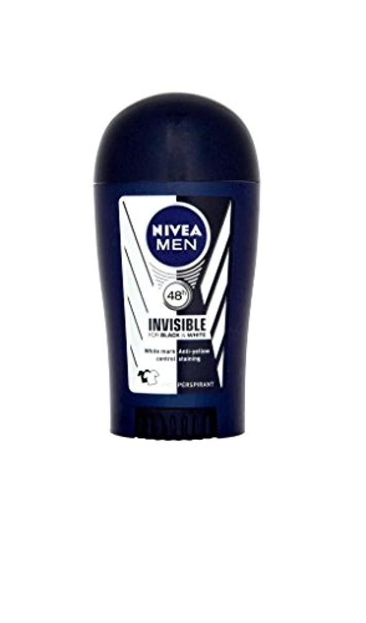 ほうき釈義しなやかNivea Men Invisible for Black & White 48h Anti-Perspirant Deodorant Power Stick (40ml) 黒と白の48時間制汗消臭パワースティック用ニベア...