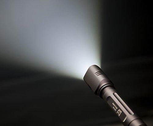 『GENTOS(ジェントス) LED 懐中電灯 【明るさ150ルーメン 実用点灯9時間/防水】 閃 330 SG-330 ANSI規格準拠 停電時用 明かり 防災』の3枚目の画像