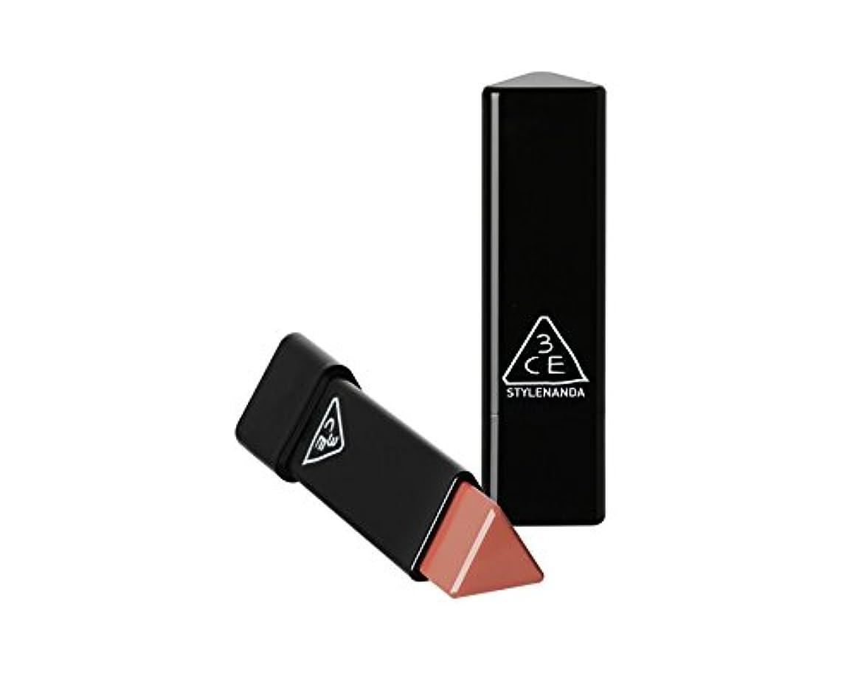 魔術師店員好戦的な3CE スロージャム三角形口紅 3 Concept Eyes Style Nanda Glow Jam Stick Triangle Lipstick (正品?海外直送品) (Very Berry)