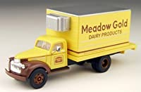 HO 1941-46 Chevy Box Truck, Meadow Gold by Classic Metal Works