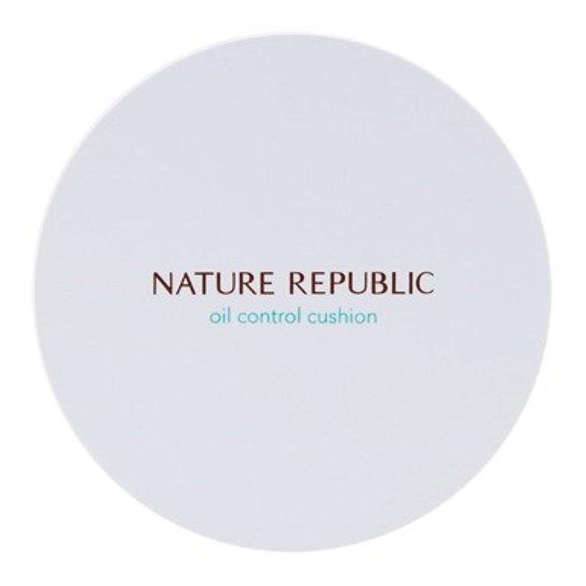 冷笑する路面電車おめでとう【NATURE REPUBLIC (ネイチャーリパブリック)】プロヴァンス エアスキンフィット オイルコントロール クッション 15g (SPF50+/ PA+++)(2カラー選択1) (01 ライトベージュ) [並行輸入品]
