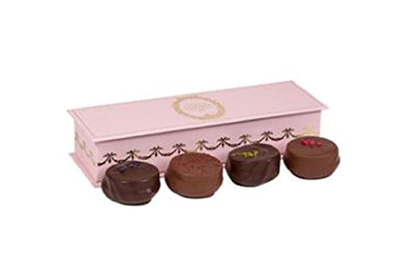 悪意のある黄ばむさびたラデュレ Ladurée バレンタイン 限定 チョコレート ショコラ?マカロン 4個入り LE COFFRET DE 4 CHOCOLATS MACARON