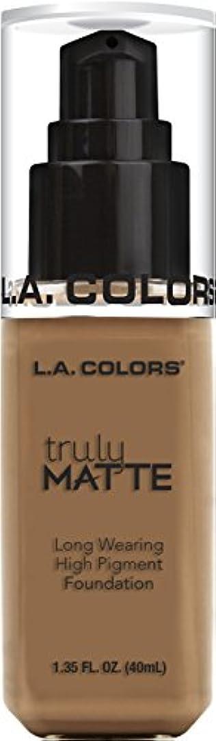 かろうじて侵入する自分のためにL.A. COLORS Truly Matte Foundation - Deep Tan (並行輸入品)
