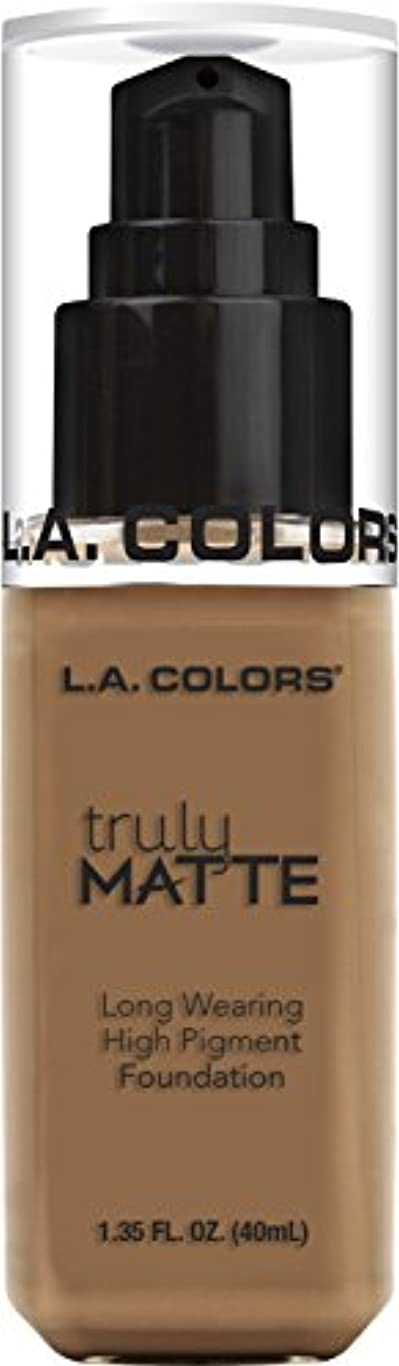 メタリック数字傷跡L.A. COLORS Truly Matte Foundation - Deep Tan (並行輸入品)