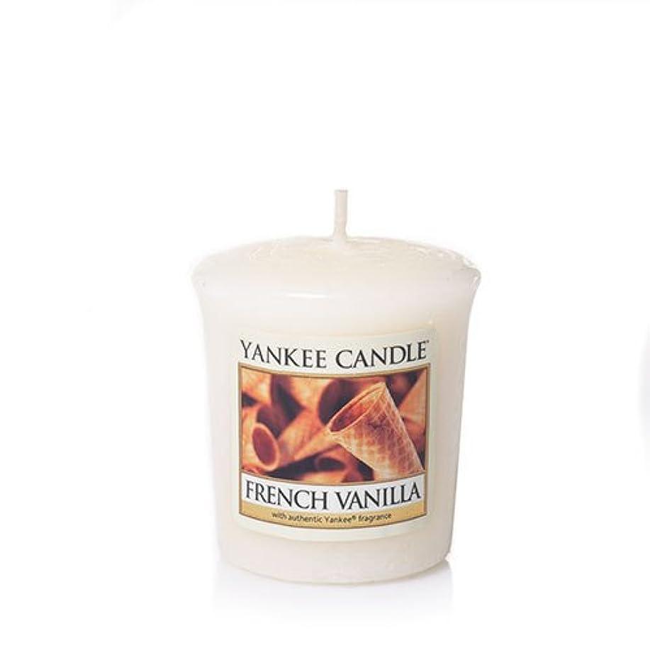 振りかけるクラウン動詞French Vanilla Samplers ® Votive Candles (パックof 3 )