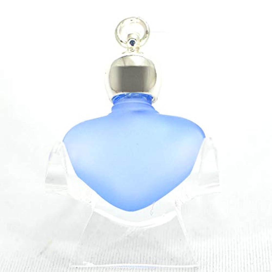 詳細に寸前発火するミニ香水瓶 アロマペンダントトップ ハートブルーフロスト(青すりガラス)0.8ml?シルバー?穴あきキャップ、パッキン付属【アロマオイル?メモリーオイル入れにオススメ】
