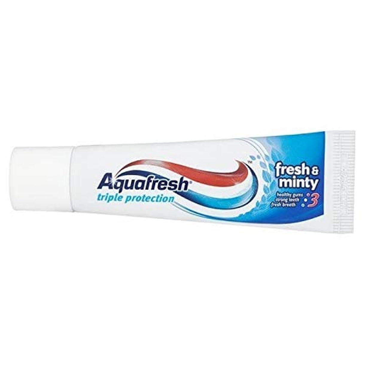 くぼみまばたき血まみれの[Aquafresh ] アクアフレッシュフレッシュ&ミントフッ化物歯磨き粉20ミリリットル - Aquafresh Fresh & Minty Fluoride Toothpaste 20ml [並行輸入品]
