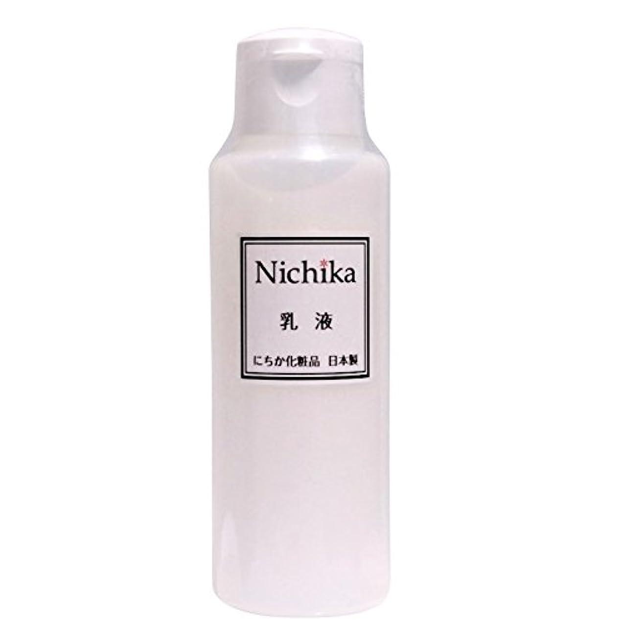最小ミットブローにちか乳液 内容量100ml 日本製 『ワンランク上の潤いハリ肌』を『リーズナブル』に。  ヒアルロン酸の1.3倍の保水力があるプロテオグリカン配合。 素早く水分と油分の膜を作り、うるおい成分を肌に届け 水分と油分のバランス...