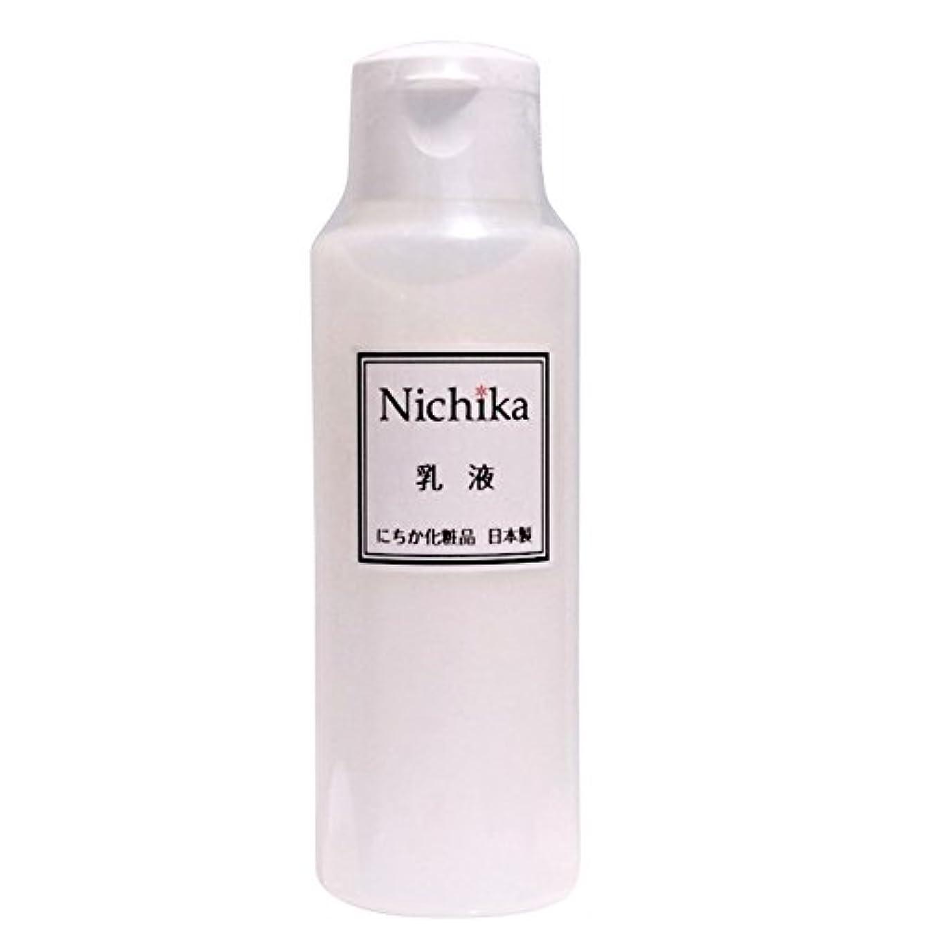 ガイド救援ビタミンにちか乳液 内容量100ml 日本製 『ワンランク上の潤いハリ肌』を『リーズナブル』に。  ヒアルロン酸の1.3倍の保水力があるプロテオグリカン配合。 素早く水分と油分の膜を作り、うるおい成分を肌に届け 水分と油分のバランス...