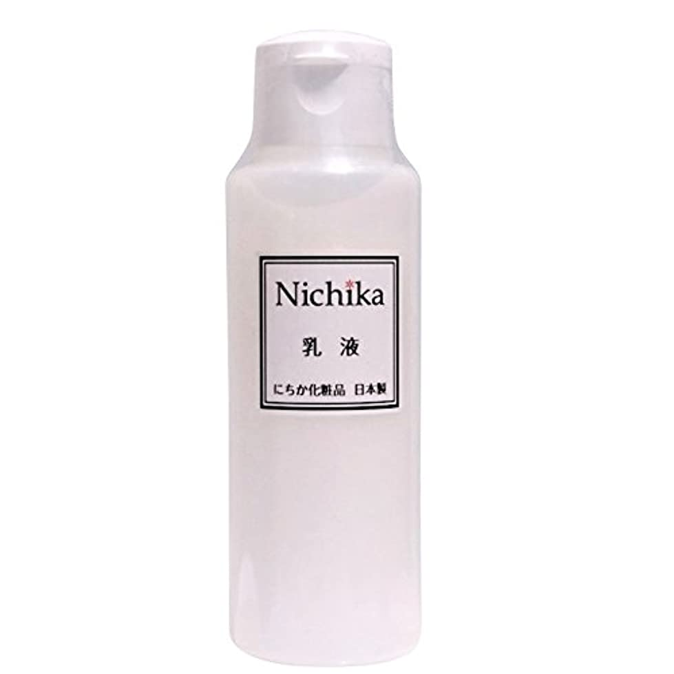 限りなくスキーモルヒネにちか乳液 内容量100ml 日本製 『ワンランク上の潤いハリ肌』を『リーズナブル』に。  ヒアルロン酸の1.3倍の保水力があるプロテオグリカン配合。 素早く水分と油分の膜を作り、うるおい成分を肌に届け 水分と油分のバランス...