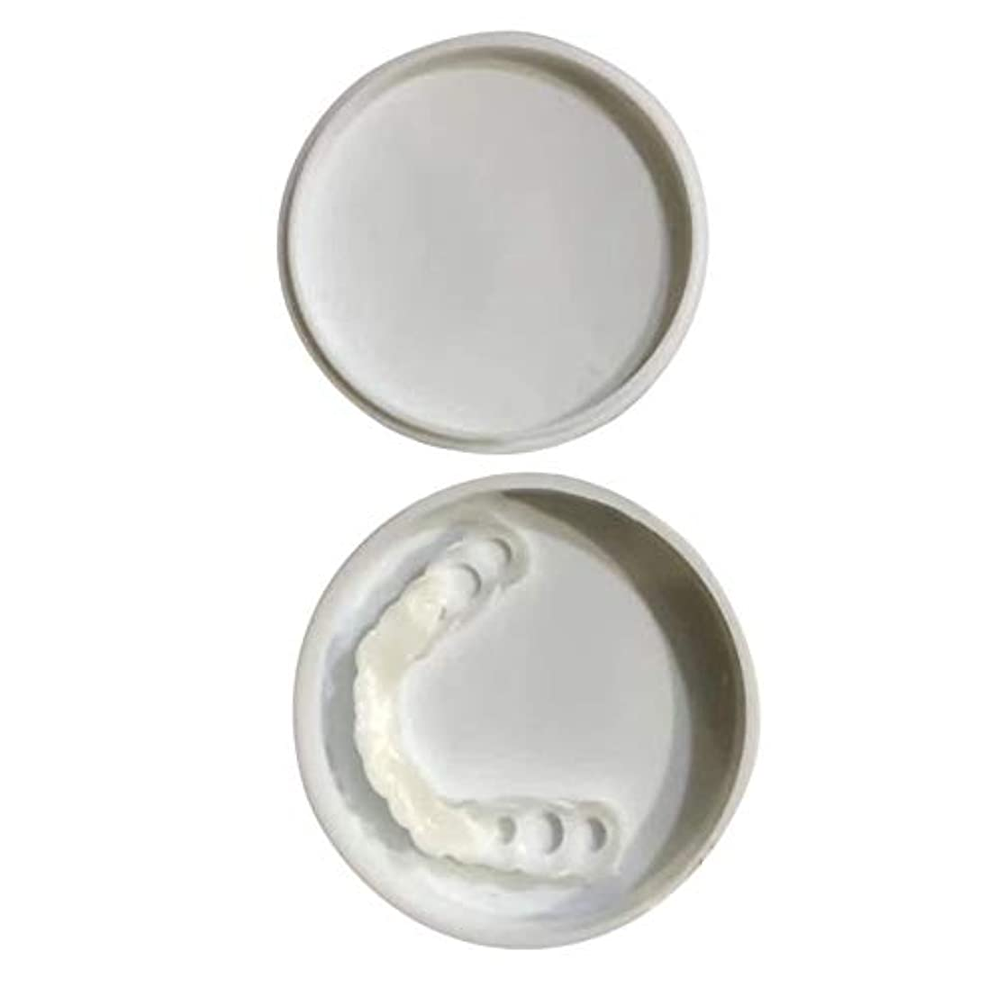 鼓舞する商標ここに快適なスナップオン男性女性歯インスタントパーフェクトスマイルコンフォートフィットフレックス歯フィットホワイトニング笑顔偽歯カバー - ホワイト