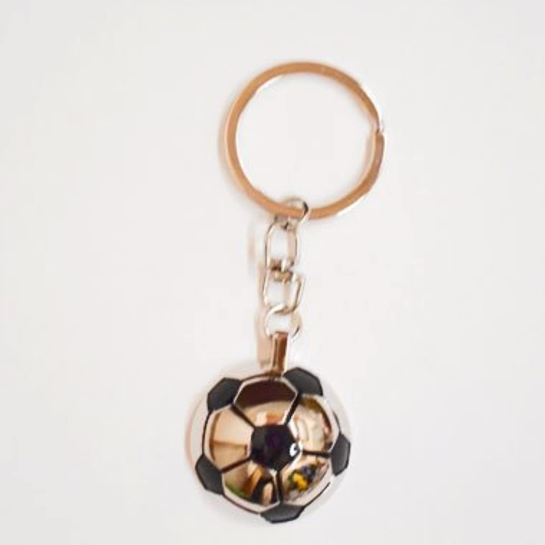 サッカー グラシアス メタリックでオシャレ サッカーボール半円キーホルダー