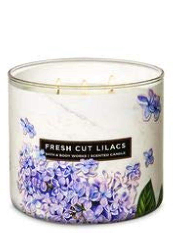 ポップ持つ言う【Bath&Body Works/バス&ボディワークス】 アロマキャンドル フレッシュカットライラック 3-Wick Scented Candle Fresh Cut Lilacs 14.5oz/411g [並行輸入品]