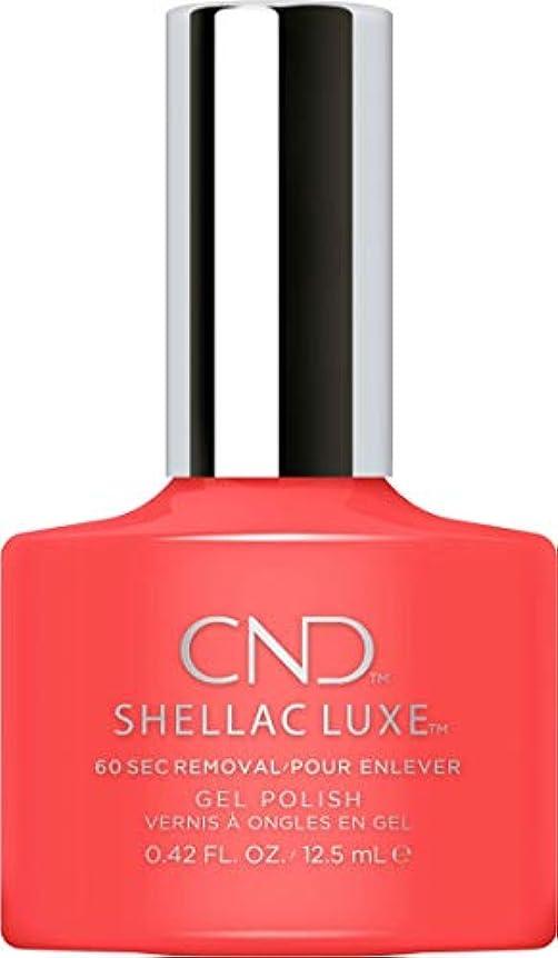 さびた猟犬後方にCND Shellac Luxe - Tropix - 12.5 ml / 0.42 oz