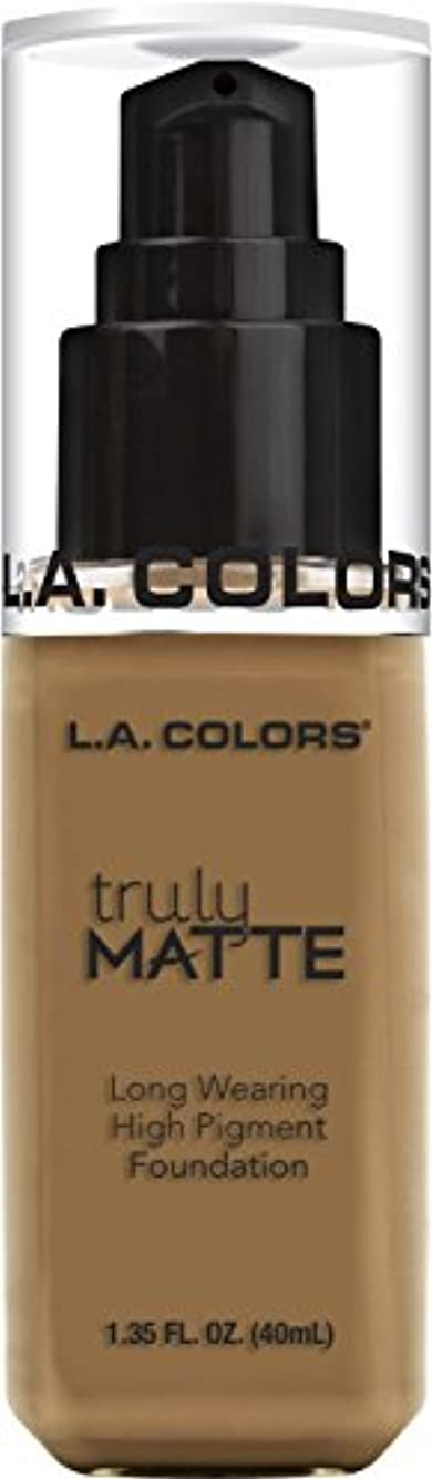 空港対処退却L.A. COLORS Truly Matte Foundation - Warm Caramel (並行輸入品)