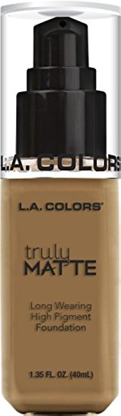 起きろ解釈スプレーL.A. COLORS Truly Matte Foundation - Warm Caramel (並行輸入品)