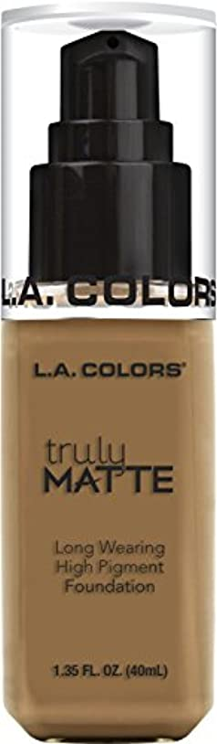 ジャズ間隔スキーL.A. COLORS Truly Matte Foundation - Warm Caramel (並行輸入品)